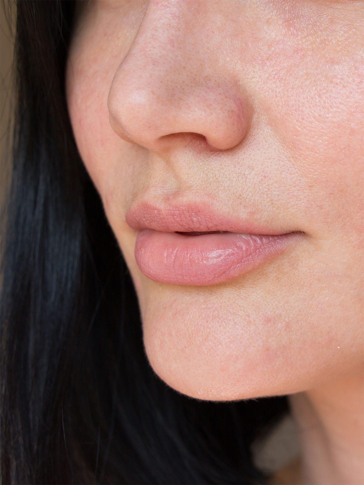 Texture de la peau du visage et soin de peeling